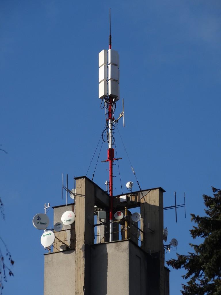 FM vysílač Brno - Barvičova 100,8 MHz (samostatný dipól nahoře) - Hitrádio Magic Brno