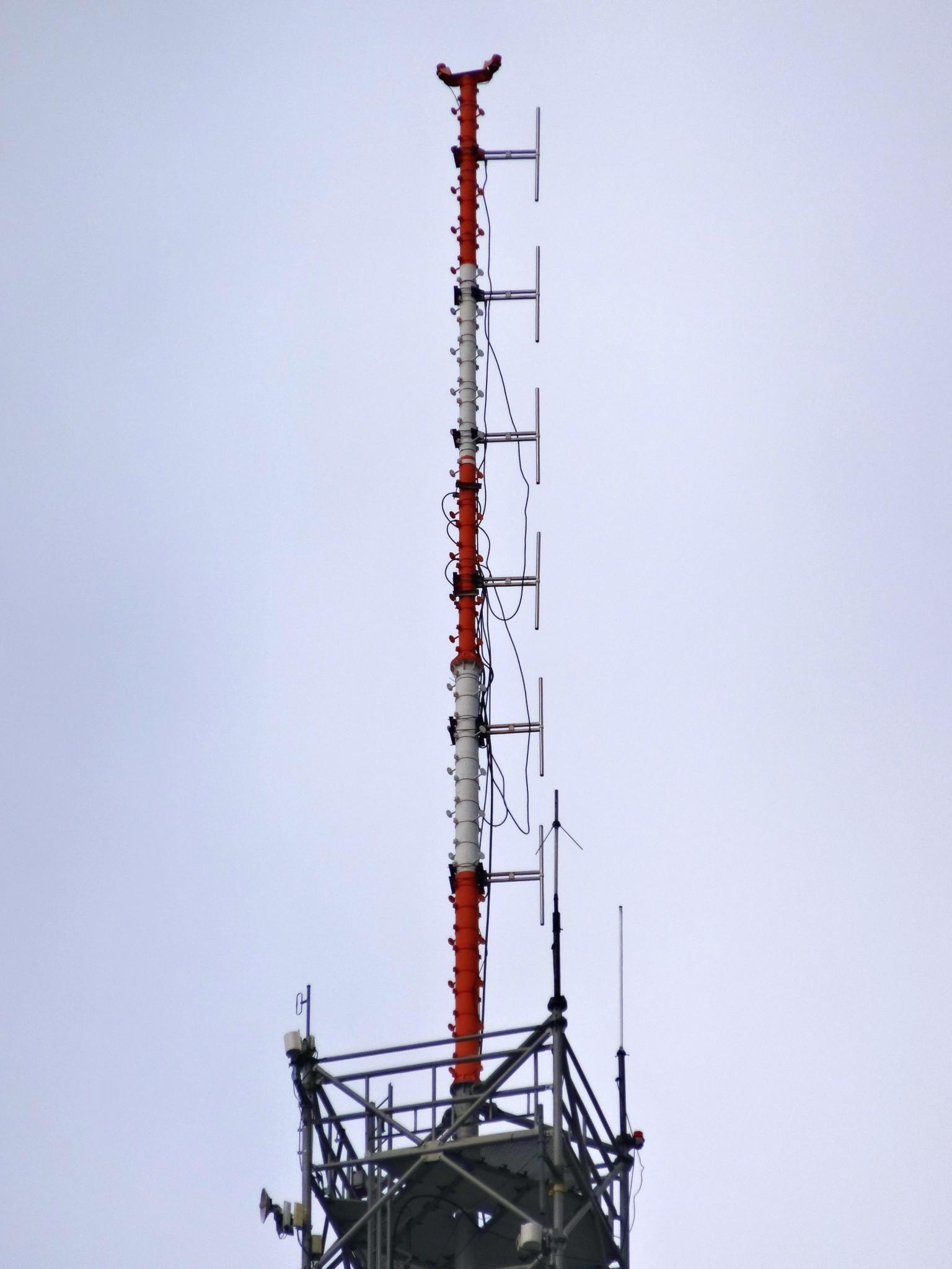 FM vysílač Praha - Pankrác - starý vertikální systém